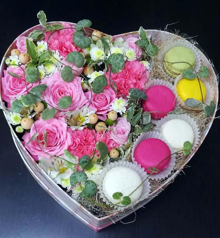 Коробка цветочная « Макаронс»